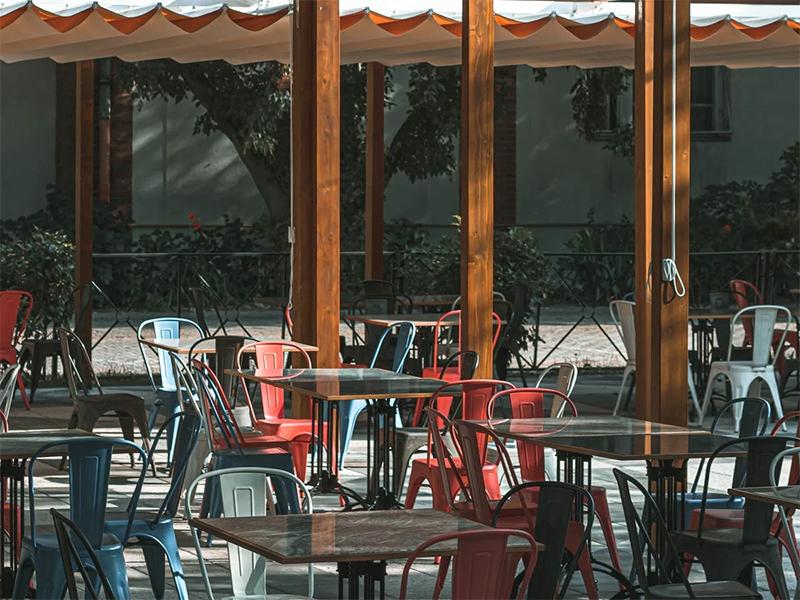 Bares y tiendas tendrán más espacio para las terrazas y la actividad comercial en la calle