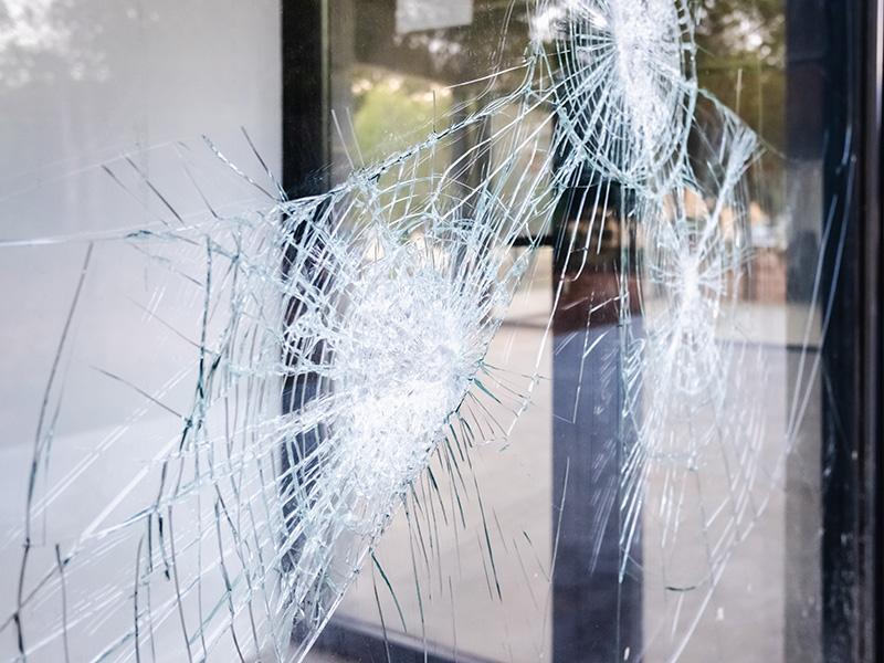 El Ayuntamiento de Barcelona apoya el comercio de proximidad ante los daños por actos vandálicos